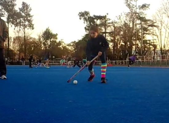 Un mini-ejercicio de hockey para una entrada en calor simple y dinámica