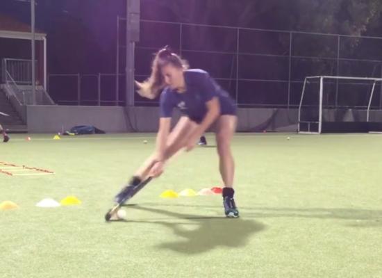Ejercicio Físico-Técnico para Hockey: Escalera de Coordinación y Recepción con Pivot